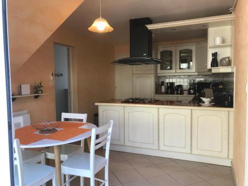 A kitchen or kitchenette at Grandeur Nature