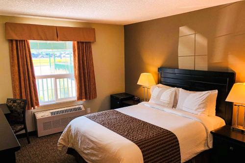 A bed or beds in a room at Econo Lodge