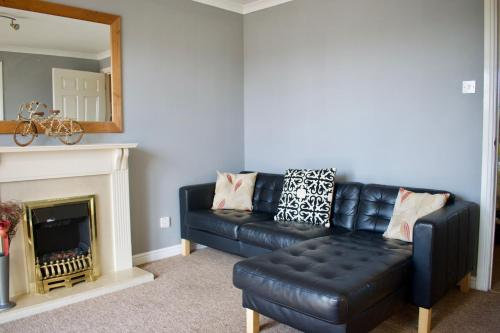 Bright 2 Bedroom Apartment Off Leith Walk