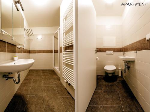 A bathroom at Hotel Otakar