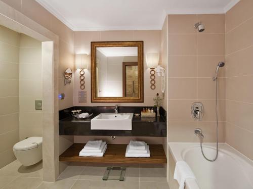 Vannas istaba naktsmītnē Akka Antedon Hotel - Kids Concept