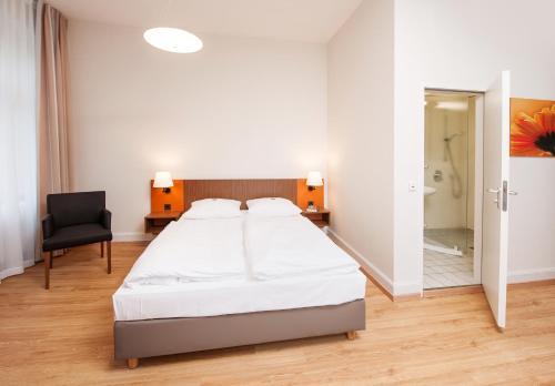 Кровать или кровати в номере Bildungshaus St. Bernhard - Wohnen und Tagen