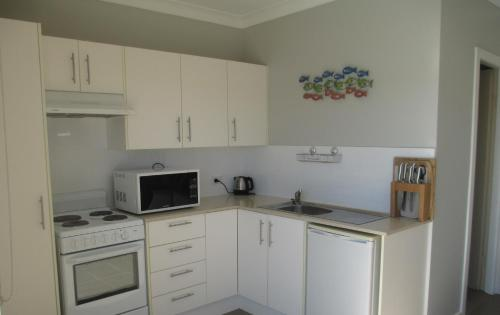 A kitchen or kitchenette at HIBBARD HAVEN