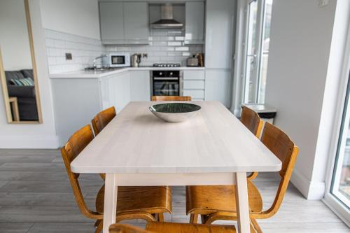 A kitchen or kitchenette at The Views