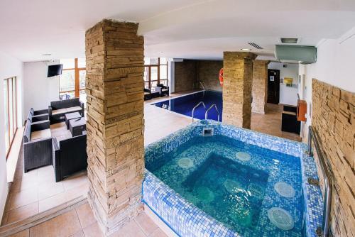 The swimming pool at or near Pension Casa Humor