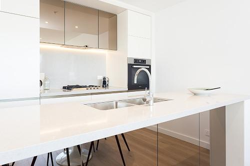 A kitchen or kitchenette at Luxury High-Rise With Breathtaking View