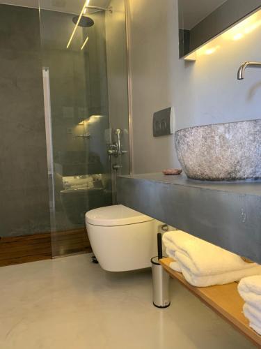 Ein Badezimmer in der Unterkunft Phaedra Hotel