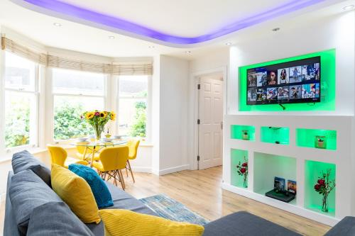 Modern City Centre Apartment With Parking