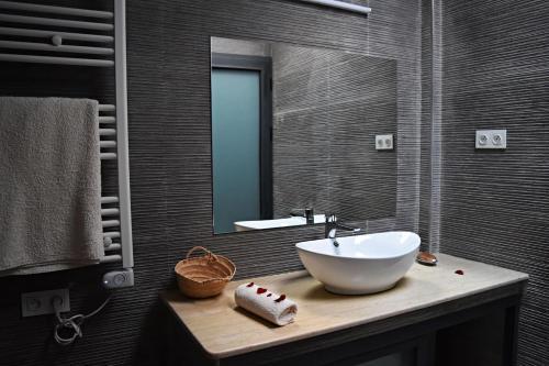 A bathroom at Riad Dar DARRE