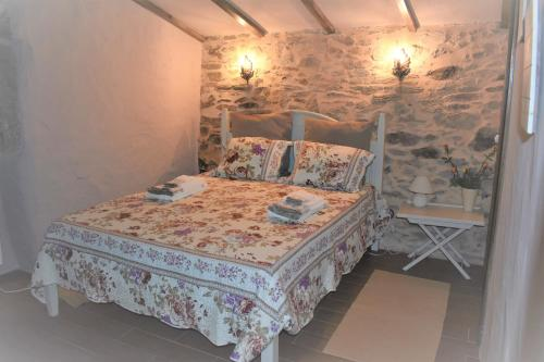 A bed or beds in a room at Casas de Xisto
