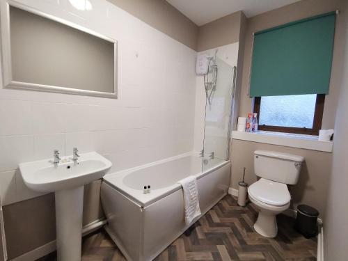 A bathroom at Friars Wynd