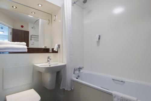 A bathroom at Kings Chamber, Doncaster by Marston's Inns