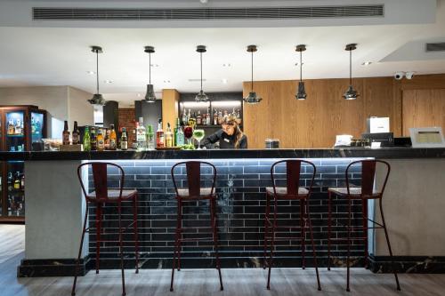El salón o zona de bar de Catalonia Born