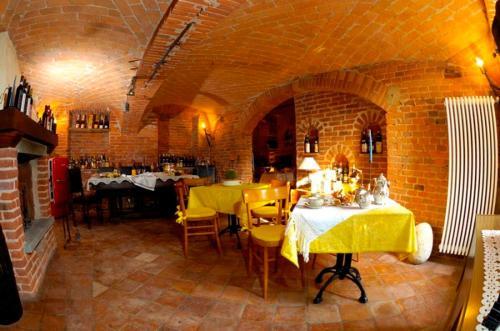 Ein Restaurant oder anderes Speiselokal in der Unterkunft Al Vecchio Gelso