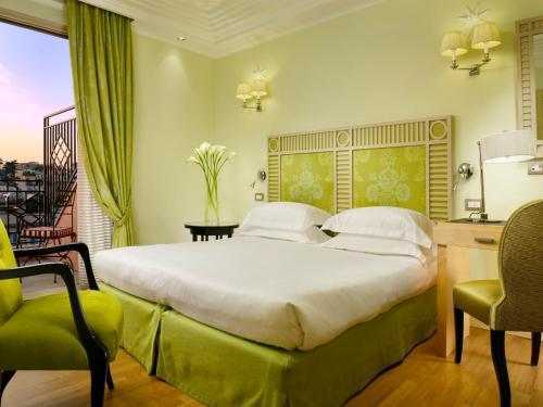 A bed or beds in a room at FH55 Grand Hotel Palatino
