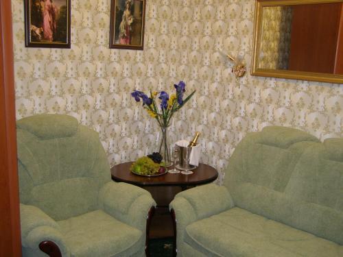 A seating area at Hotel Brigantina