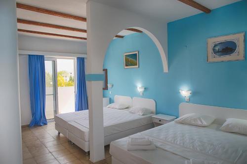 Un pat sau paturi într-o cameră la Romantza Mare
