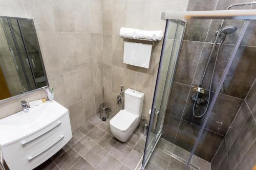 Ванная комната в Zolotaya 7 Hotel Domodedovo