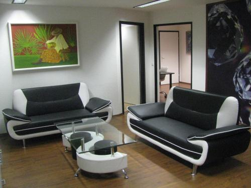 A seating area at Suite-Apartment-Essen