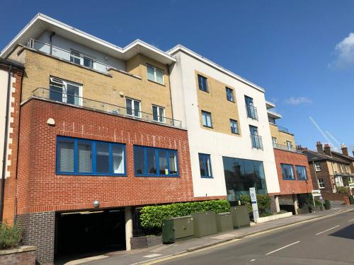 Blue Sky Apartments@ Abbots Yard, Guildford