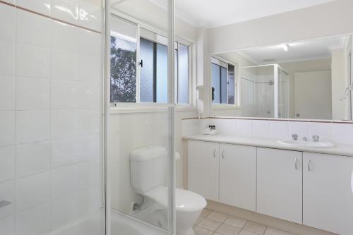 A bathroom at Ivory Palms Resort