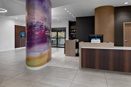 The lobby or reception area at Courtyard by Marriott Edmonton Downtown