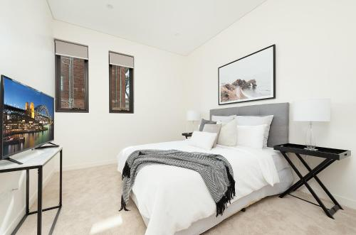 A bed or beds in a room at ROSE BAY RESIDENCE