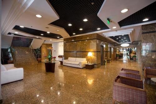 The lobby or reception area at Golden Tower São Paulo Hotel