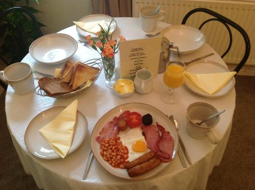 Breakfast options available to guests at Bridge View B&B