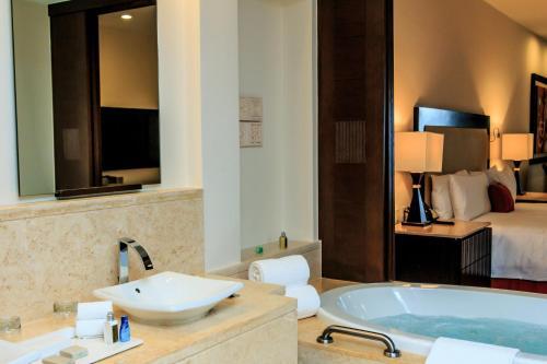 A bathroom at Grand Velas Riviera Maya - All Inclusive