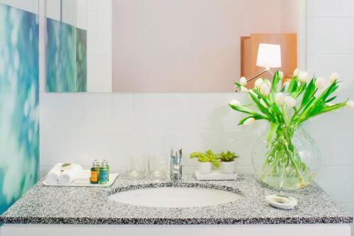 A bathroom at The Rothschild 71