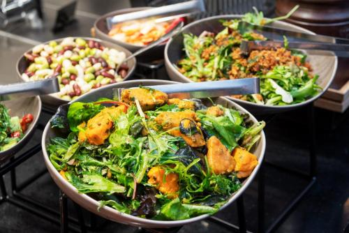 Lunch and/or dinner options for guests at Thon Hotel Cecil