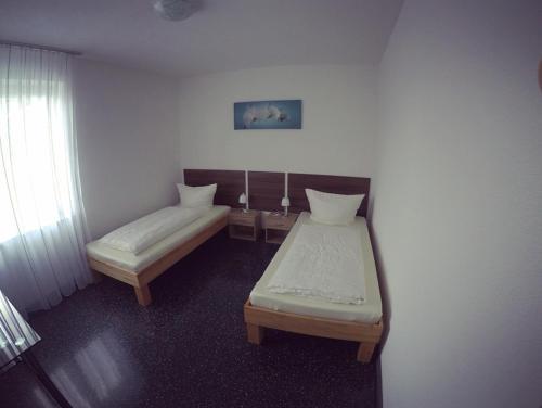 Ein Bett oder Betten in einem Zimmer der Unterkunft Gästezimmer Faut