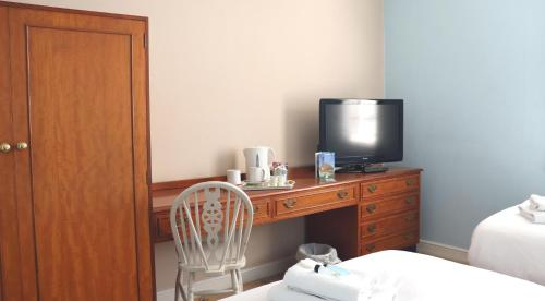 A television and/or entertainment centre at The White Horse Hotel