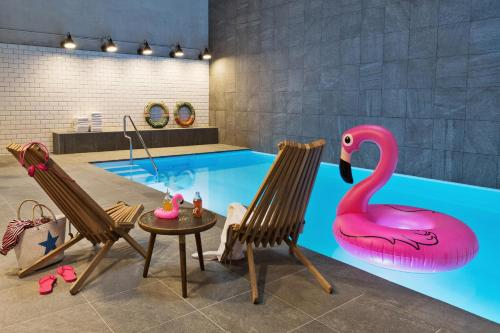 The swimming pool at or close to Moxy Amsterdam Houthavens