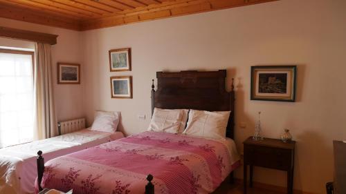 A bed or beds in a room at Alvores do Tempo - Quinta de Turismo Rural