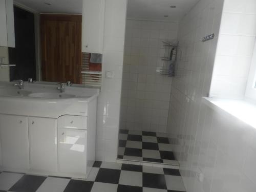 A bathroom at Country House Lesik