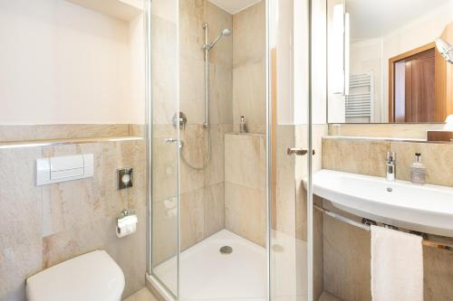 A bathroom at Bayerischer Hof
