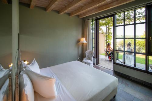 A bed or beds in a room at Le Ali Del Frassino