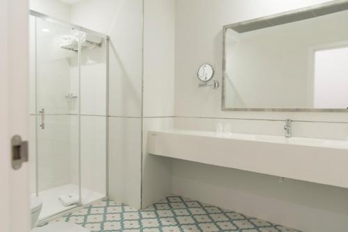 Un baño de gm hotel