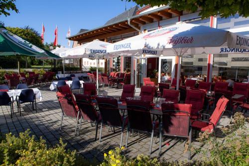 Ein Restaurant oder anderes Speiselokal in der Unterkunft Johanniterhotel
