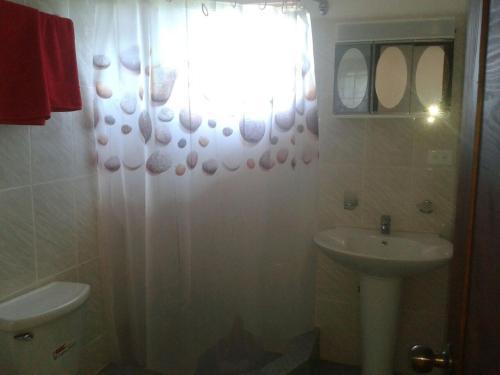 A bathroom at Agua del Caribe