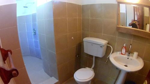 A bathroom at Waikiki Resort Zanzibar