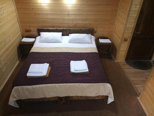 A bed or beds in a room at Терем у реки