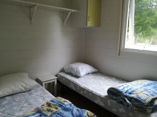 A bed or beds in a room at Camping de l'hippodrome