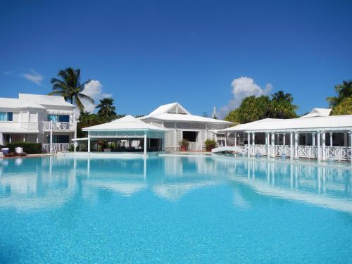 The swimming pool at or near Hôtel La Cocoteraie by Popinns