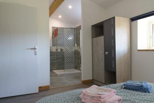 A bathroom at Domaine Le Piboul
