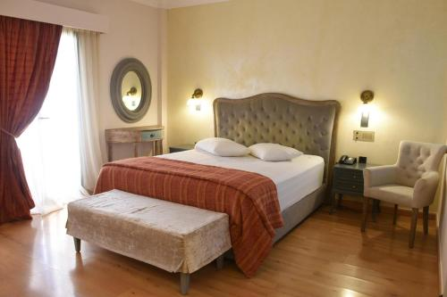 A bed or beds in a room at Villa Orion Hotel
