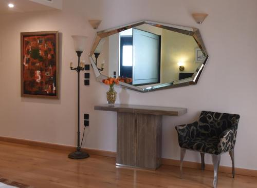 A television and/or entertainment centre at Villa Orion Hotel