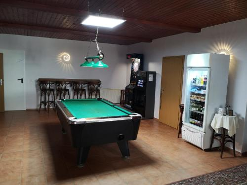 Ein Billardtisch in der Unterkunft Pension Zentrum Riesa